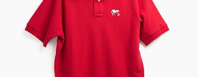 ティラノサウルスの刺繍が可愛い。赤のポロシャツ。 MEN'S 4800円(税込)→2,500円(税込)