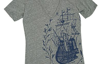 Gypsy Ship ¥3600(税込)→¥2500(税込) ベイリーフで囲われた帆船は旅から帰ってきた英雄の証 ? その昔、ギリシャでは競技受賞者や詩人、政治家、英雄には葉ベイまたは月桂冠が表彰されていたようですよ。 トライブレンドファブリック は型崩れしにくく、着心地の良さが長ーく続きます。