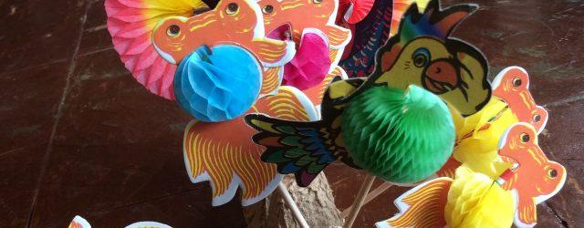 Toothpick各5本入り¥150(税込) 大きく羽が広がる孔雀と可愛い膨らむ金魚とオウムと種類は3パターン。パーティーのお料理などに使っても可愛いね!!